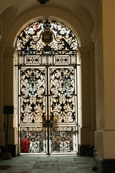 Bodlien Library Gate Arch, Oxford. © J. Lynn Stapleton, 22nd July 2013