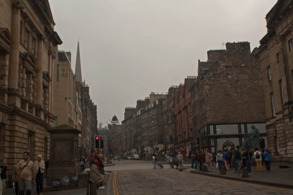 High Street,  Edinburgh, UK. © J. Lynn Stapleton, 25th July 2013