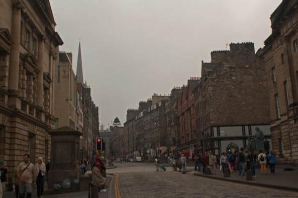 High Street,  Edinburgh, UK. © J. Lynn Stapleton, 25th July 2013