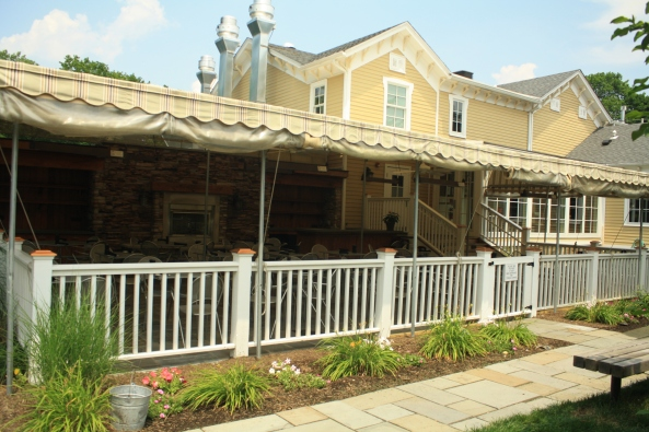 Gladstone Tavern, 'Company', Peapack, NJ, 6th July 2011. © J. Lynn Stapleton